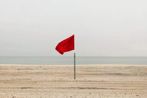 9 Red Flags in a Relationship that Mean Trouble
