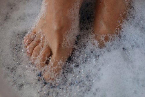 How to Do a Foot Soak for Toenail Fungus, Plus 4 Products to Try