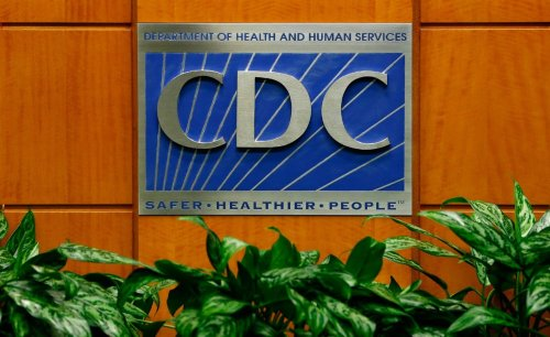 US considering mandatory COVID-19 tests for domestic flyers, CDC official says