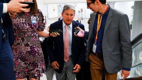 Joe Manchin keeps Democrats guessing on sweeping election bill