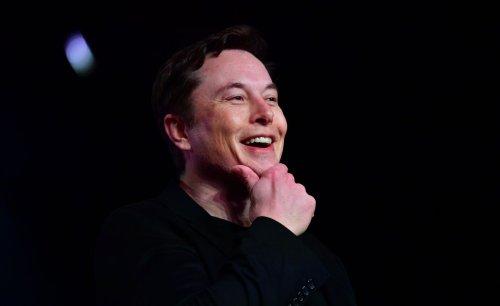 Elon Musk plans to start selling car insurance next month