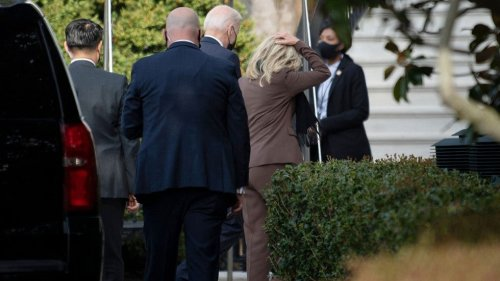 Biden accompanies first lady to medical procedure
