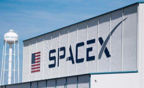 Musk's SpaceX has a competitive advantage over Bezos' Blue Origin