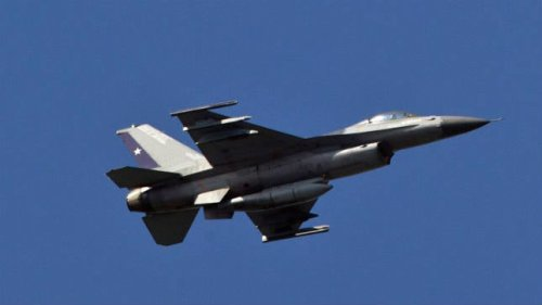 Fighter jet escorts aircraft that entered restricted airspace during UN gathering