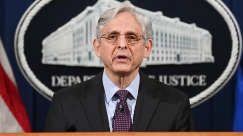 Senate Democrats urge Garland not to fight court order to release Trump obstruction memo