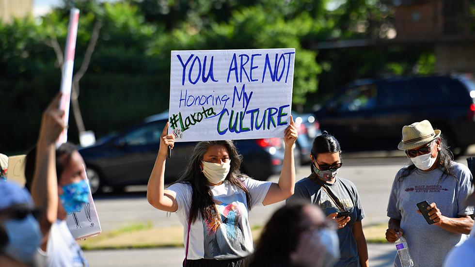 Bans on Native American mascots pick up