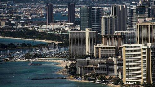 Standoff at luxury resort in Hawaii ends when suspect found dead