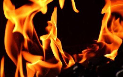 Arizona wildfire destro ys 12 homes; 200 people evacuated
