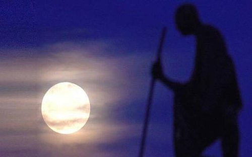 A supermoon and a meteor shower: astronomical events this April