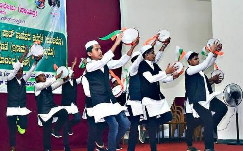 Students trained in Beary dances get certificates