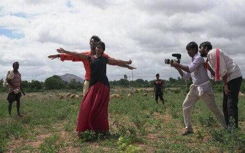 'Cinema Bandi': A camera and a village