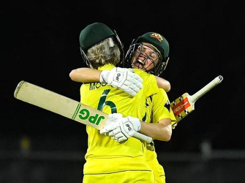 Australia beats India by five wickets in thrilling second ODI, extends unbeaten streak to 26 matches