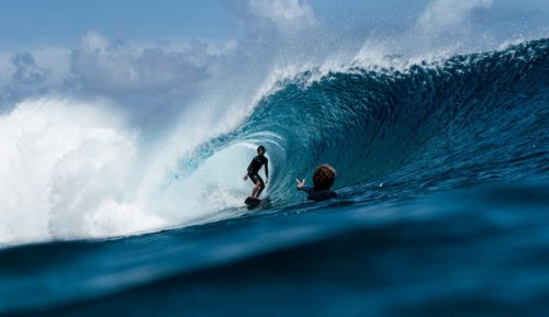 Pros Tell Us: Best Cameras for Surf Photography |The Inertia