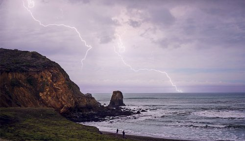 Here's What to Do If You See Lightning While Surfing