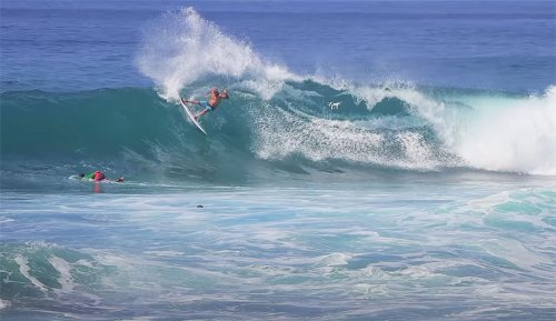 A Fun Little Free Surf Session With Kelly Slater at Keramas on September 14th   The Inertia