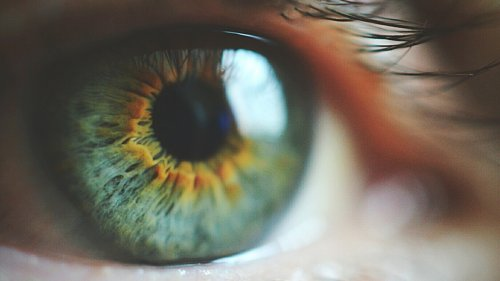 5 simple tips to protect your eyesight as you age
