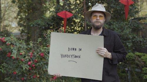 """Hiss Golden Messenger shares new track """"Hardlytown"""""""