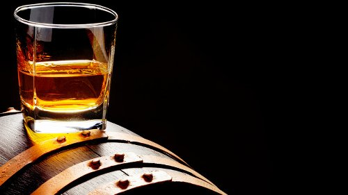 Here's The Difference Between Bourbon, Whiskey, And Scotch