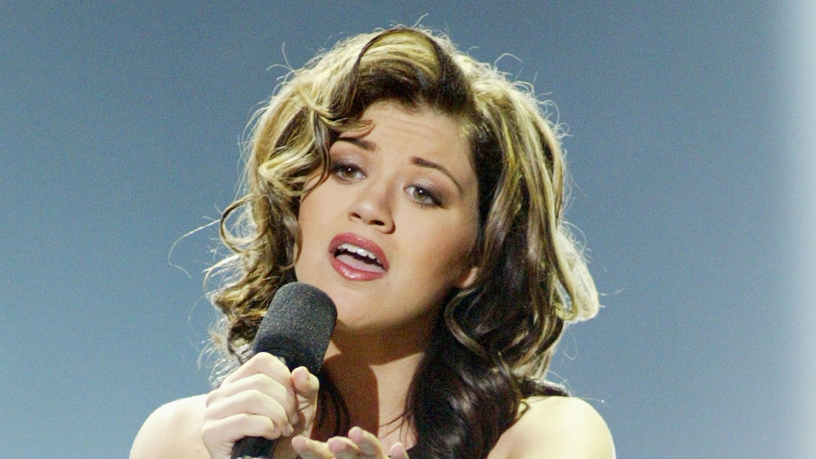 Tragic Things About Kelly Clarkson
