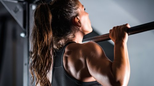 Chin-Ups Vs. Pull-Ups: What's The Better Workout?