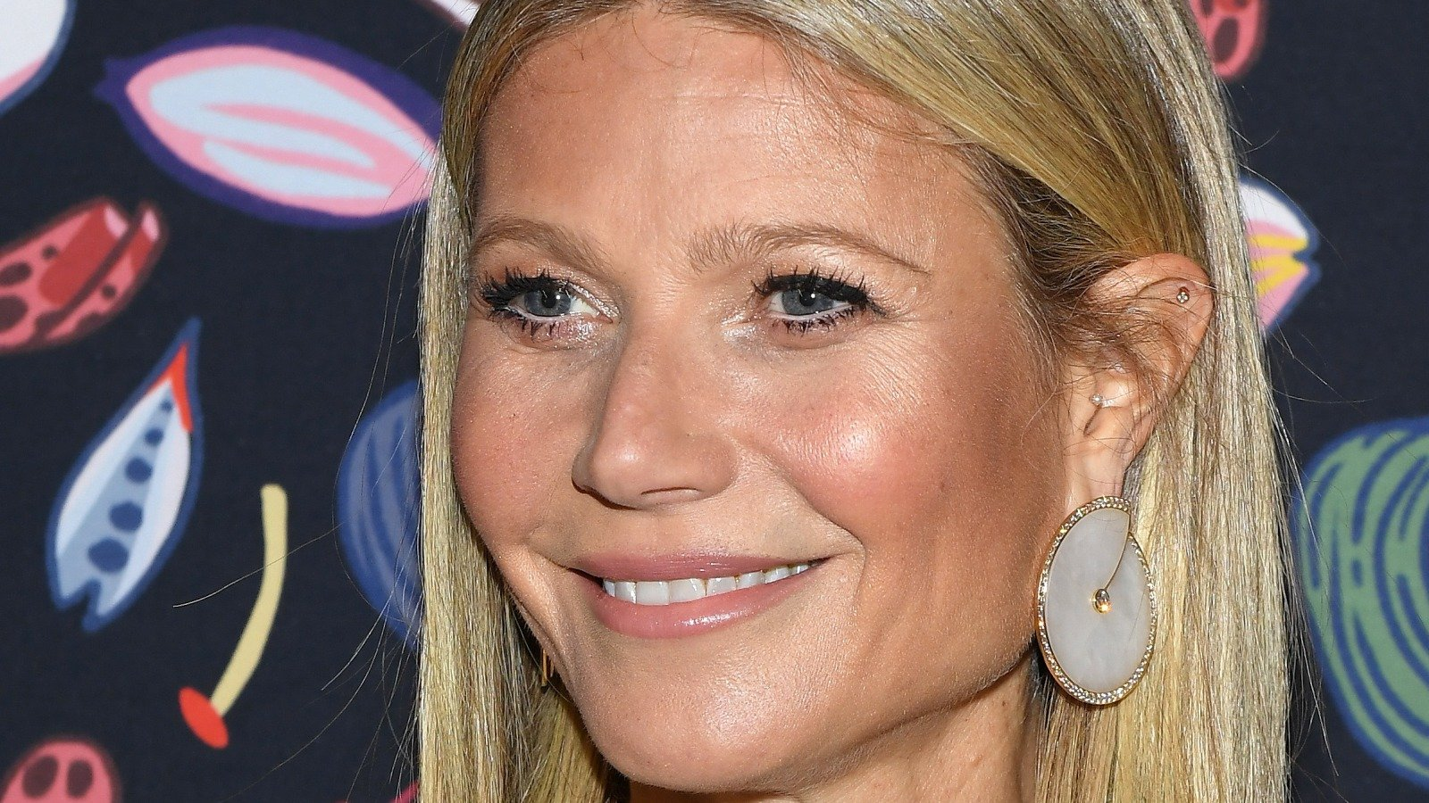 What Gwyneth Paltrow Really Looks Like Under All That Makeup