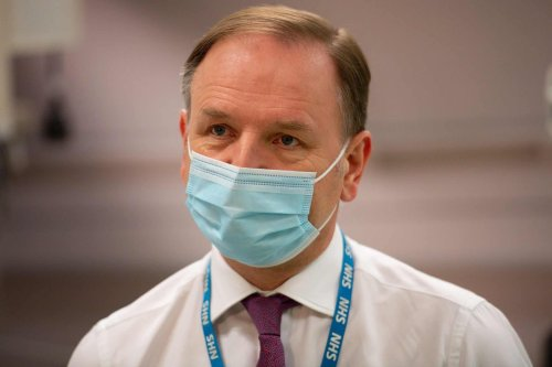 NHS boss refuses to back Hancock in excruciating clip