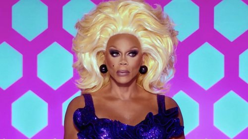"""This Russian """"RuPaul's Drag Race"""" Knockoff Completely Erases LGBTQ+ People"""