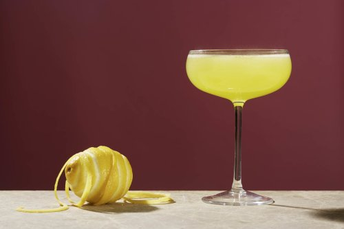 How to Make the Death in the Afternoon Cocktail like Ernest Hemingway   The Manual
