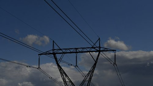 Power price deals there for the taking: watchdog