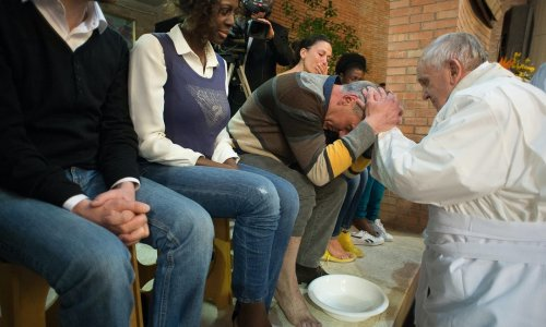 教宗方濟為邊緣人主持彌撒,替12位囚犯洗腳迎接復活節 - The News Lens 關鍵評論網