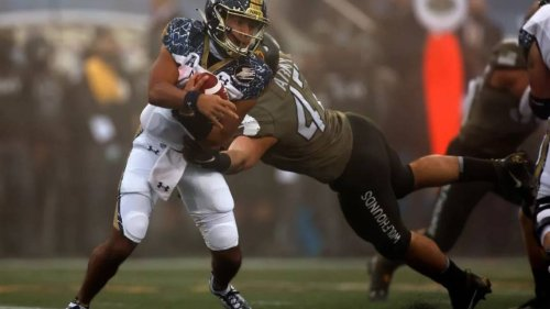 Seahawks' rookie free agents: a West Point grad, a Canadian center, German linebacker