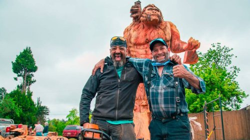Wood business, chainsaw artist collaborate to create 17-foot sasquatch in Oakville