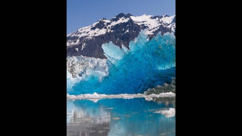 What caused deep blue iceberg in Alaska park? It could be very old, experts say