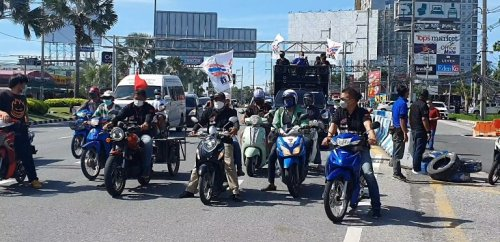 Pro-democracy protesters hold car rally in Pattaya to protest Prime Minister visiting Chonburi - The Pattaya News