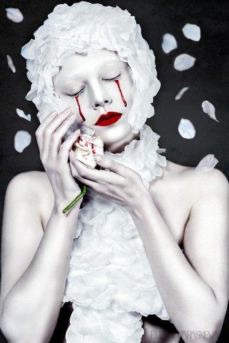 Elena Paraskeva: Surreal and Expressive Editorial Portraits