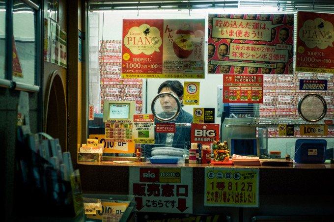 Rinzi Ruiz: Candid Street Photography in Tokyo