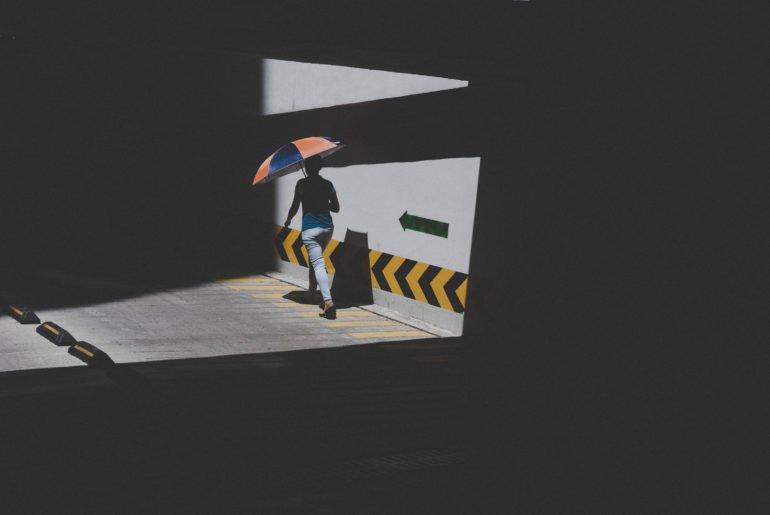 The Elegant Minimalist Street Photography of Victor Morante