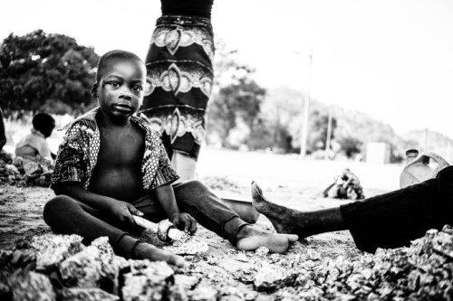 Benin: Les Enfants Concasseurs Showcases Child Labor