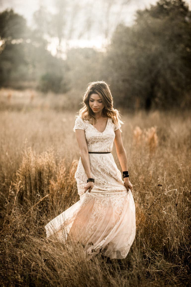 How to Shoot Natural Light Portraits in Flower Fields (And Posing People!)