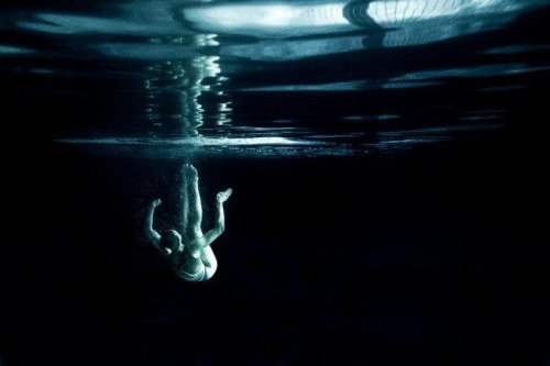 Photographer Pairs Up His Fujifilm X-E2 with Cheap Underwater Case to Shoot Synchronized Swimming Scenes Underwater - The Phoblographer