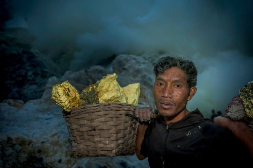 Manish Lakhani Reveals a Day in the Life of Sulfur Miners in Indonesia