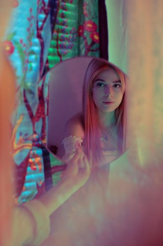 Stevie Iseral Uses Natural Light to Capture Her Subjects' Natural Beauty