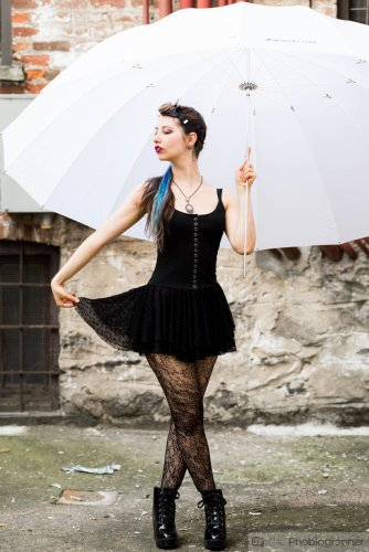 Photo Tip #202: The Best Umbrella for Natural Light Portraits