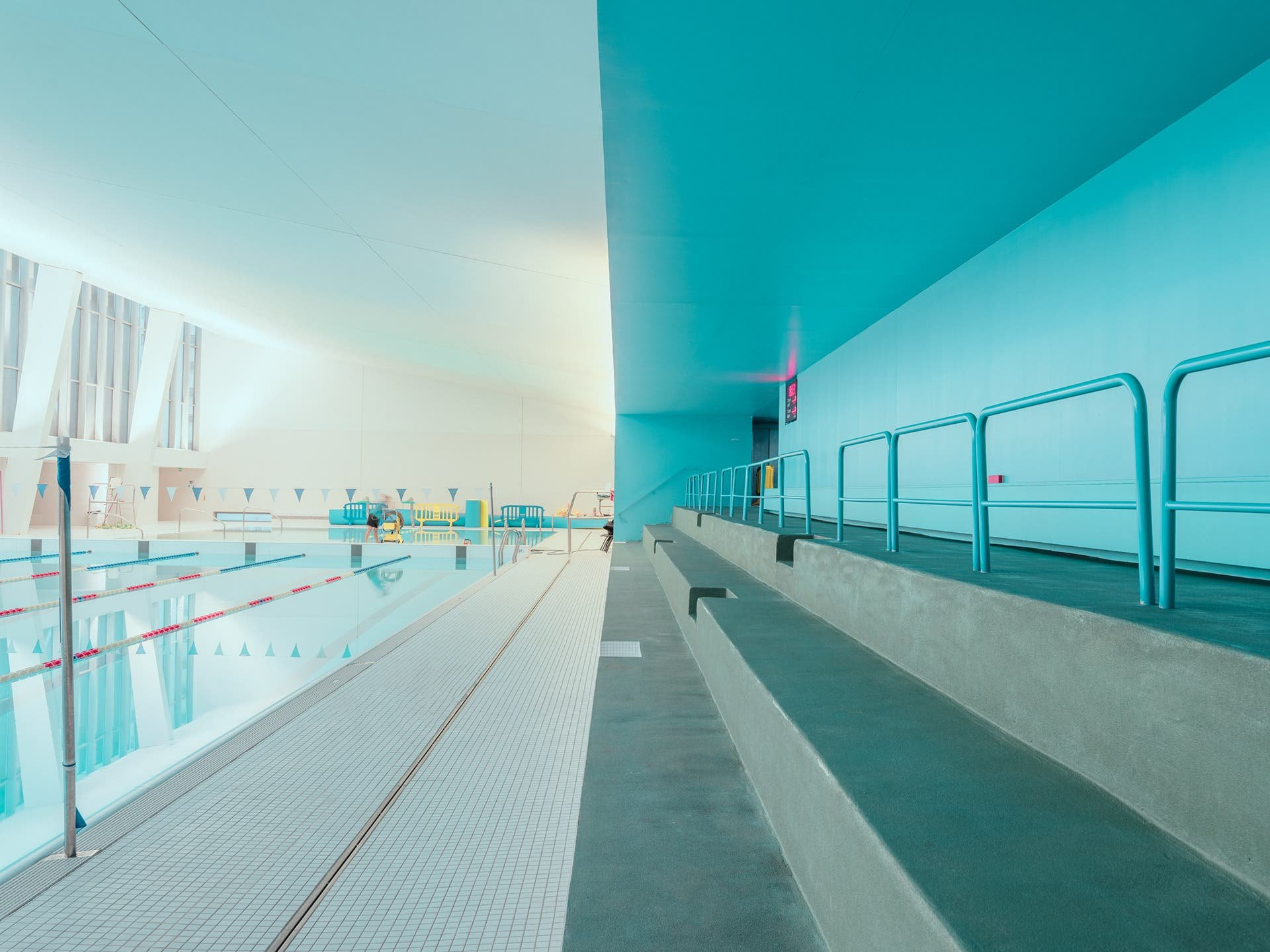 """Ludwig Favre Brings out Details in """"Architectural Swimming Pool"""""""