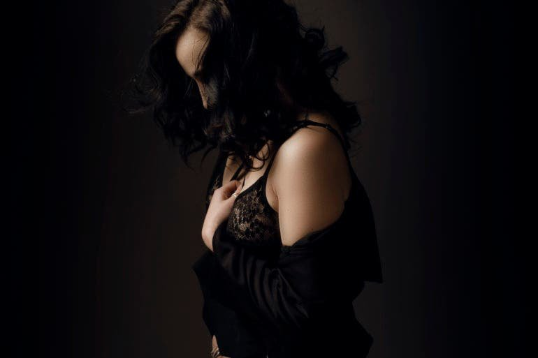 "Boudoir Photographer Yolandi Jacobsz Makes the ""Moment of Sexy"""