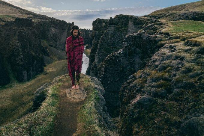 Yogi á Íslandi Combines Landscape Photography and Yoga