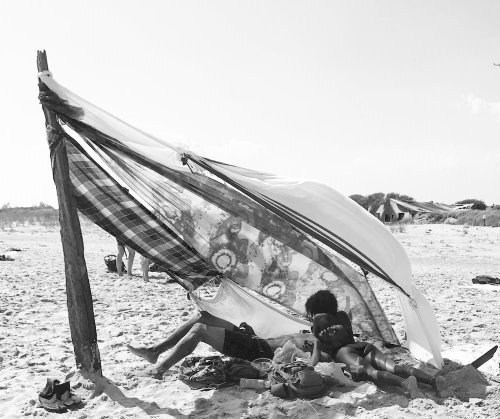 Beach Lovers: Candid Photos of Lovers on the Beaches of New York