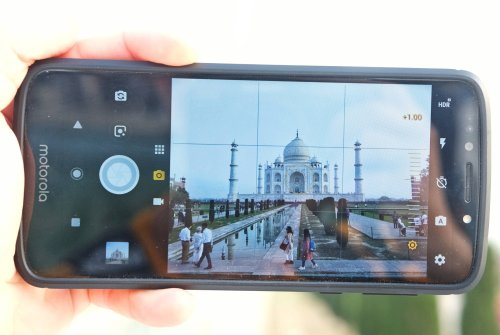The Taj Mahal Brings Out The Ugly Side of Photography