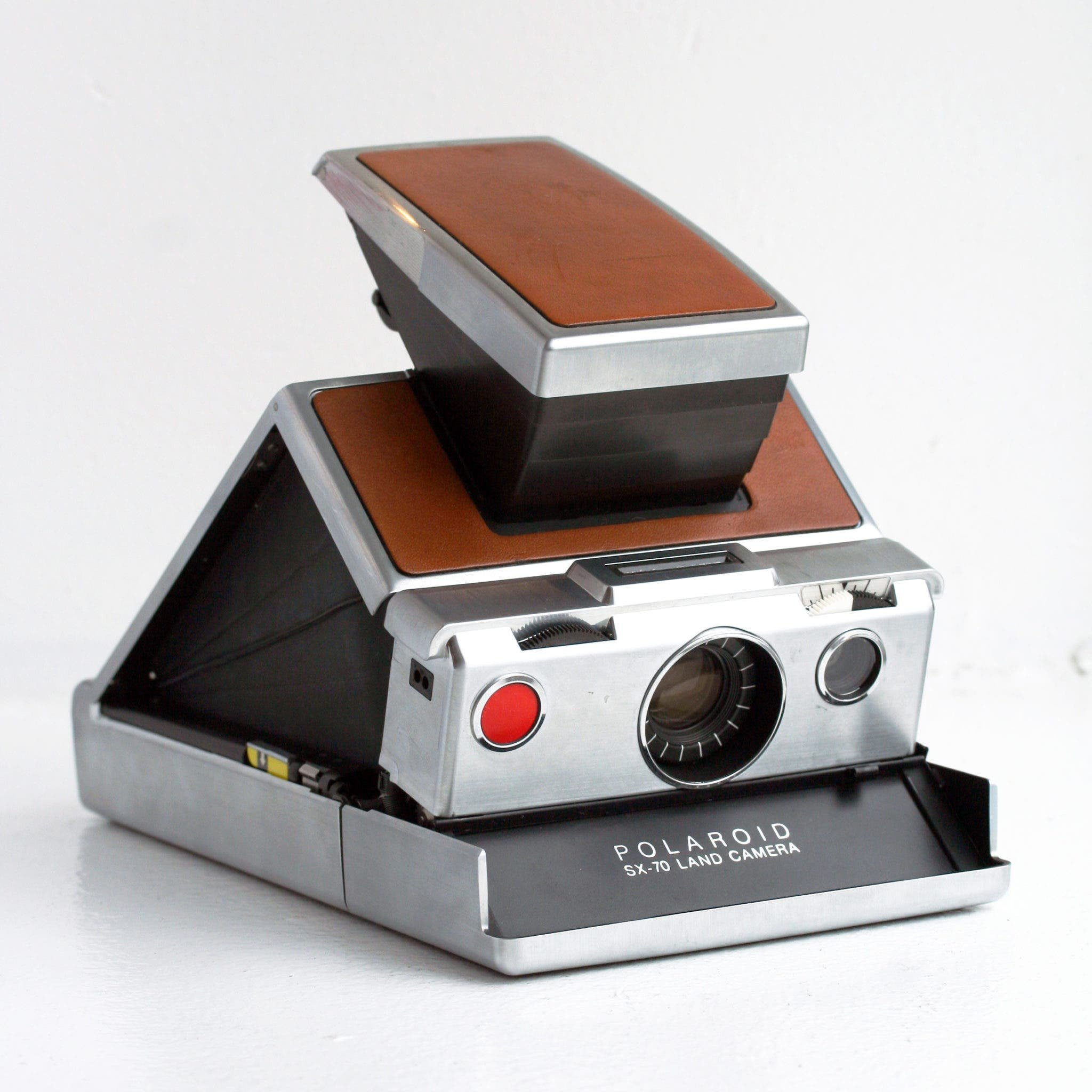 Gaze in Awe at Some of the Earliest Polaroids From the SX-70 Land Camera - The Phoblographer