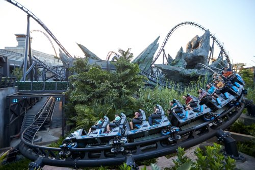 It's a 2+ hour wait to ride the New Jurassic World VelociCoaster at Universal Orlando — but it is totally worth it - The Points Guy